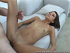 Babe fucked on the sofa creampied her young pussy