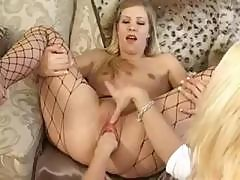 Leah Love Stretches Her Snatch And Gets Fisted By Her Girlfriend
