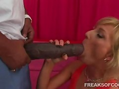 Horny bimbo babe Alexa Lynn gags her throat on a monster dick