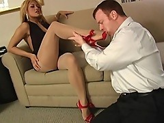 Exotic maxine x gets toes sucked on