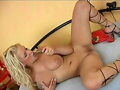 Voluptuous blonde floozy inserts toy in cunt